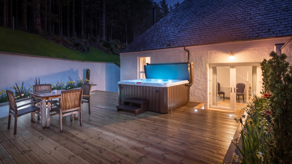 suite-13-terrace-at-night_34546414326_o