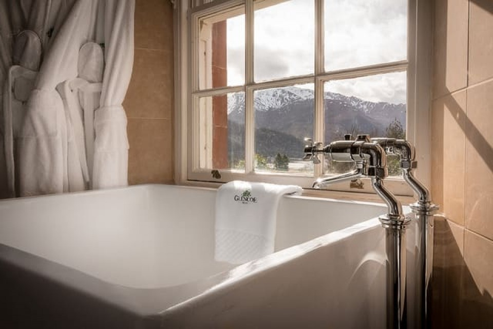 Picture of the bath of suite 8 - Glencoe House