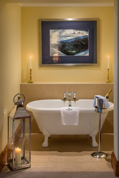 Picture of the roll top bath of suite 8 - Glencoe House